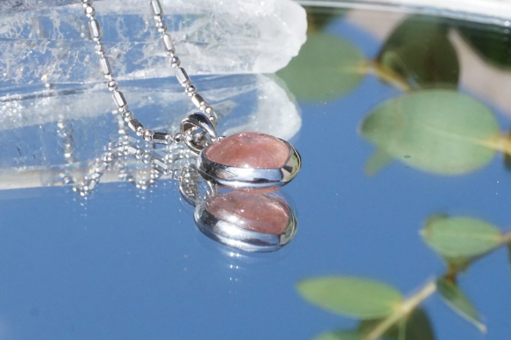 kazafstan-strawberry-pendant-top