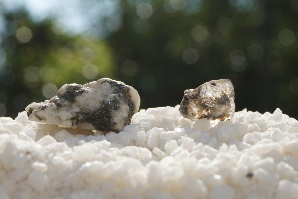 ロシア産フェナカイト原石(希少)入荷しました