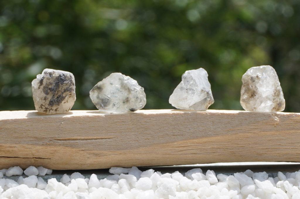 「ロシア産フェナカイト結晶」&「ケオン原石」【超希少】 入荷しました