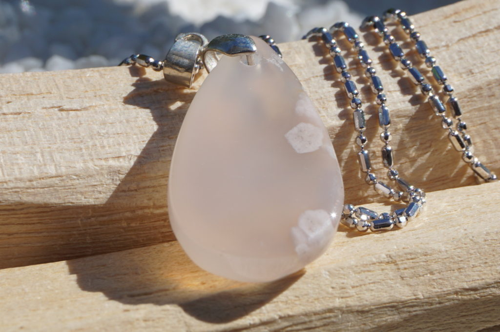 cherry-blossom-agate-pendant-top-04