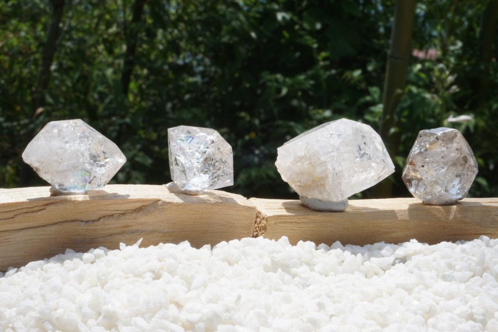 虹の美しい「NY産 ハーキマーダイヤモンド水晶」入荷しました