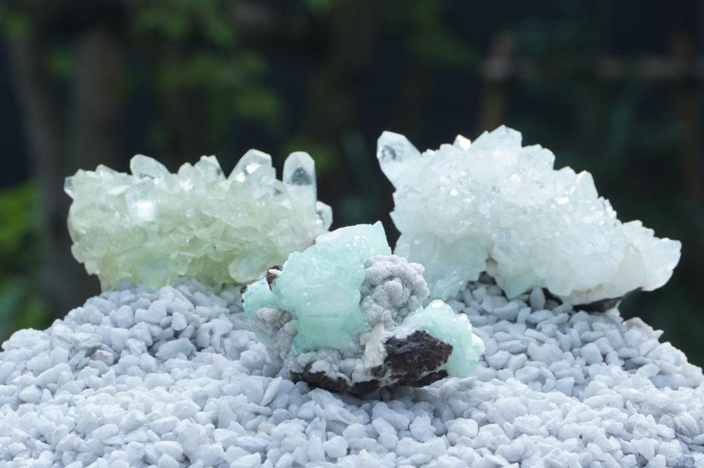 「インド産グリーンアポフィライト 原石クラスター」