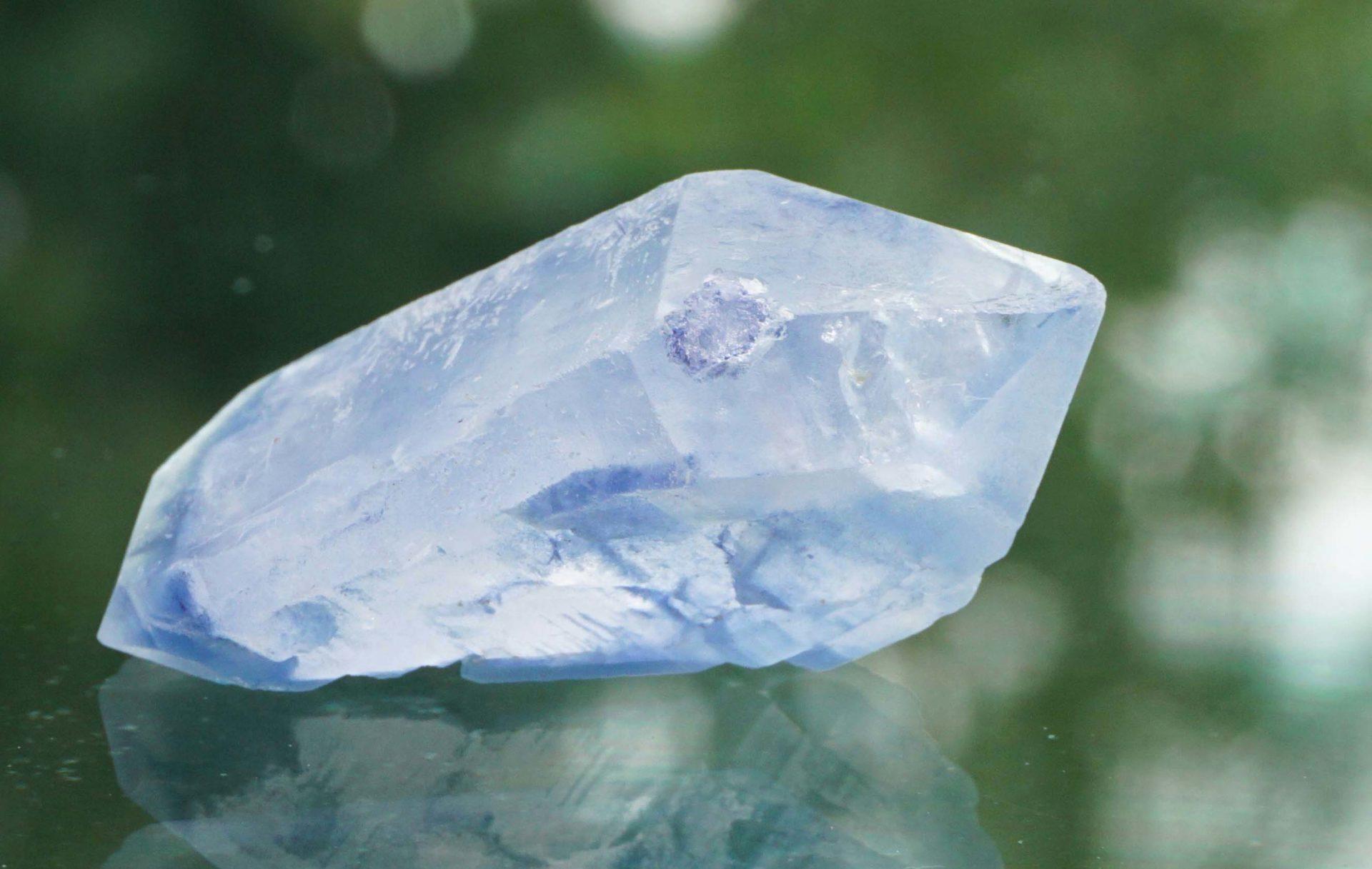 dumortierite-in-quartz04