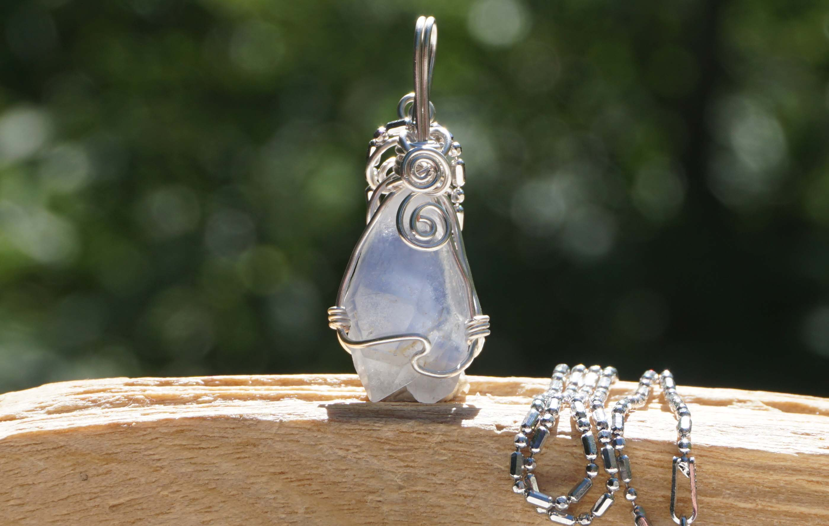 dumortierite-in-quartz-wirependant01