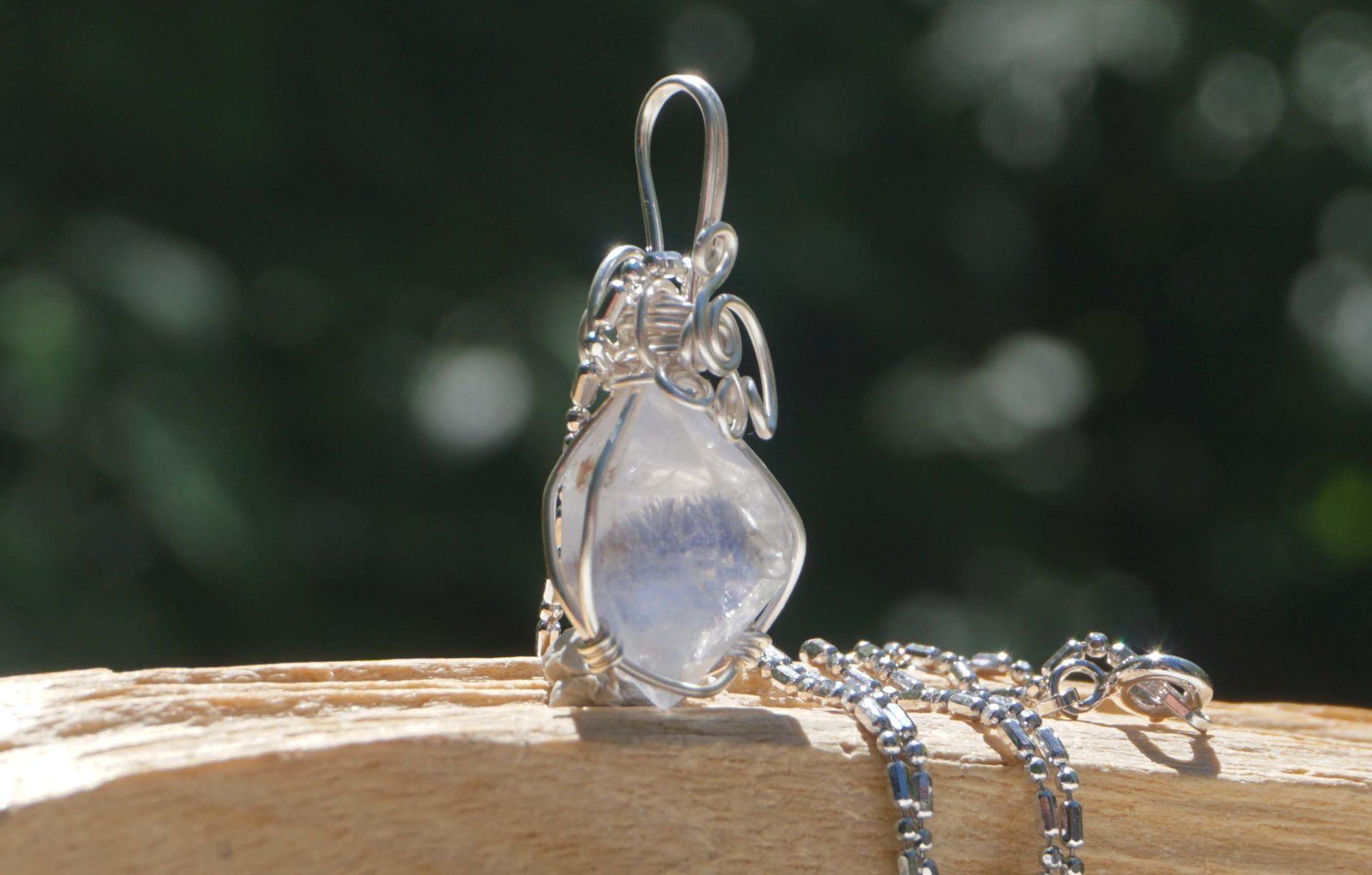 dumortierite-in-quartz-wirependant02