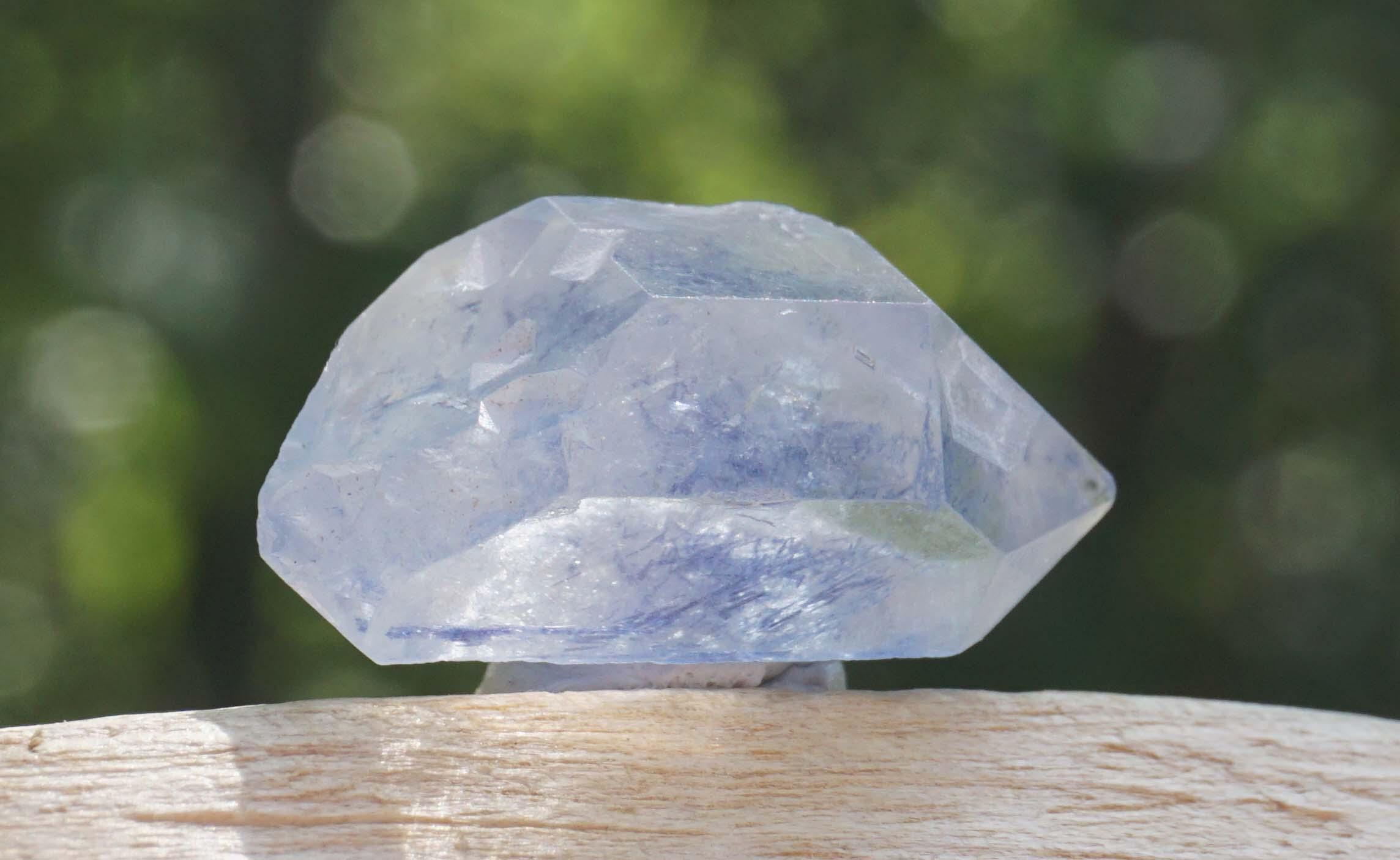 dumortierite-in-quartz10