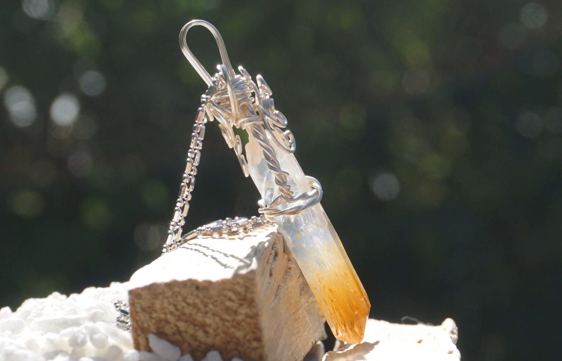 mango quartz-pendant-top01