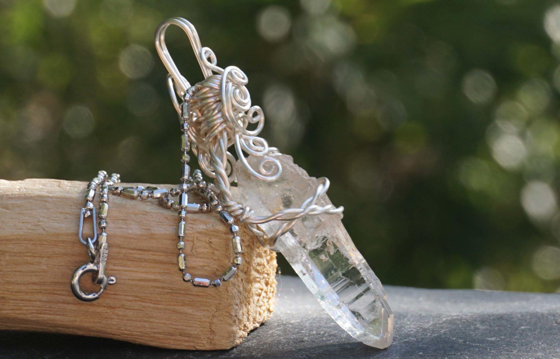 mondo-quartz-wirependant01