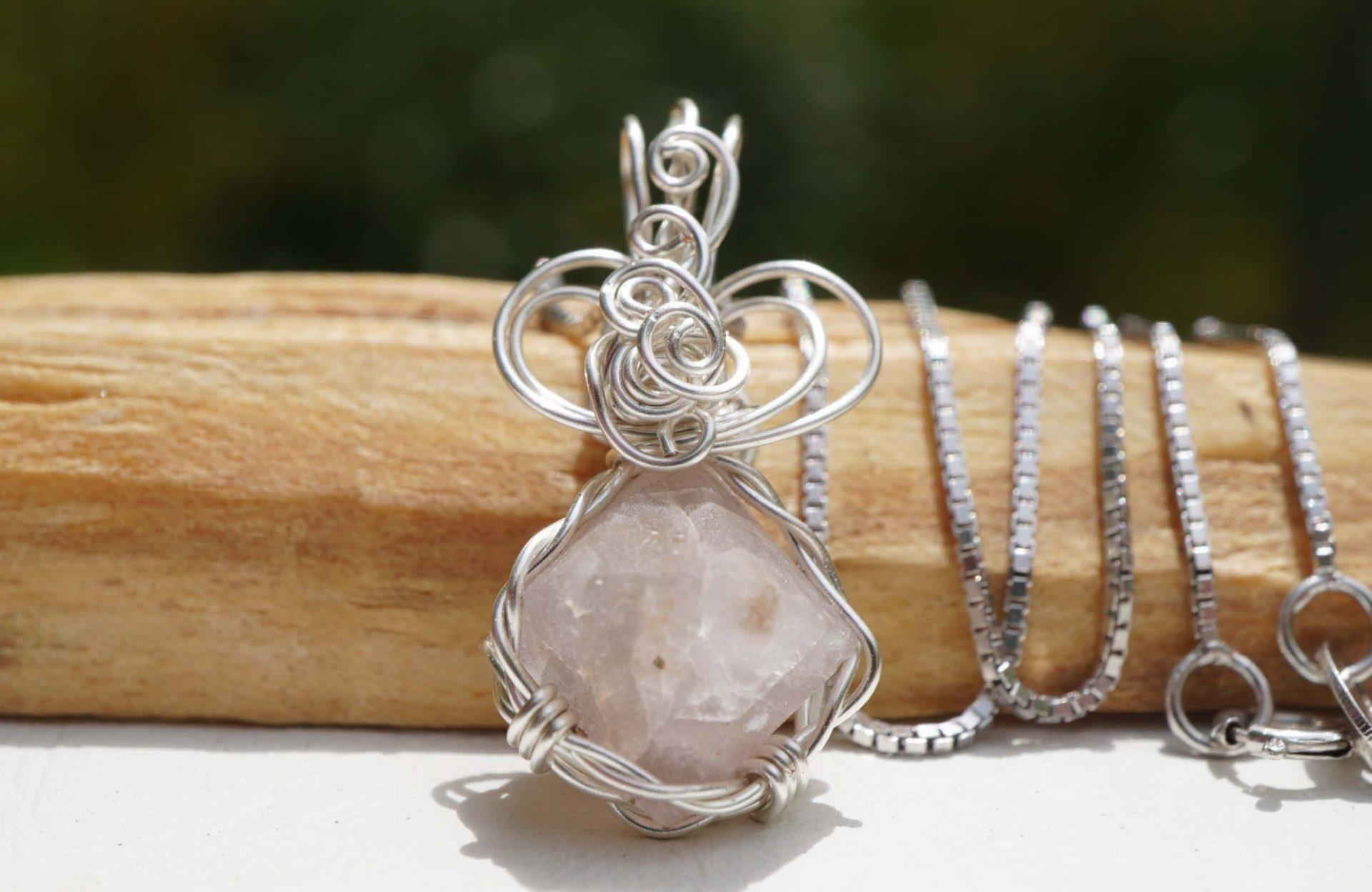 β-quartz-wirependant02