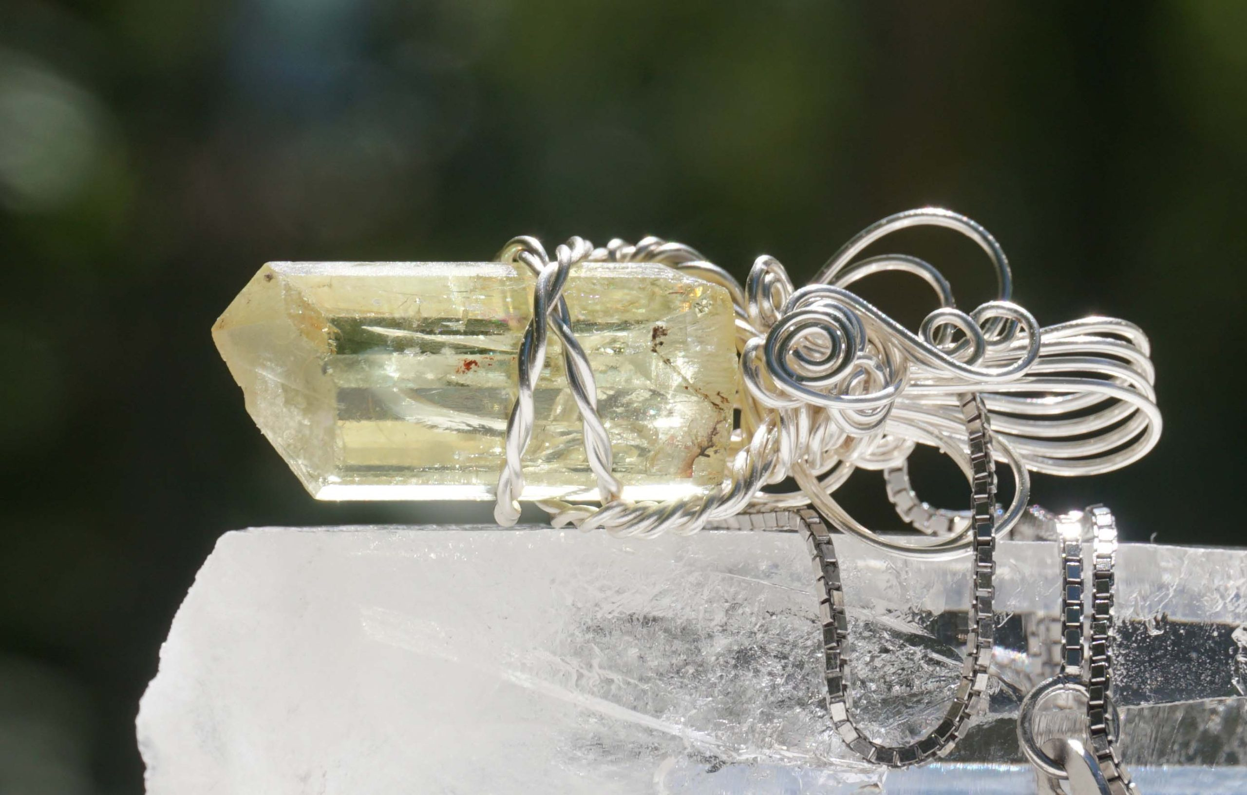 yellow-apatite-wire