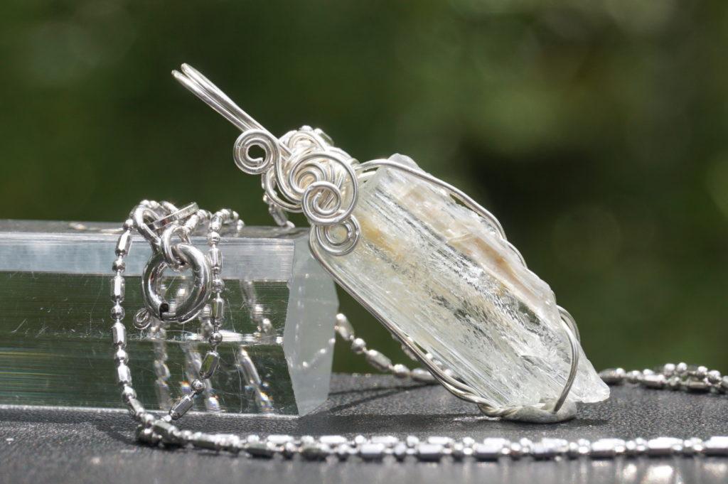 玉垣からの風景 「天然石 ワイヤーアクセサリー」ヘリオドール
