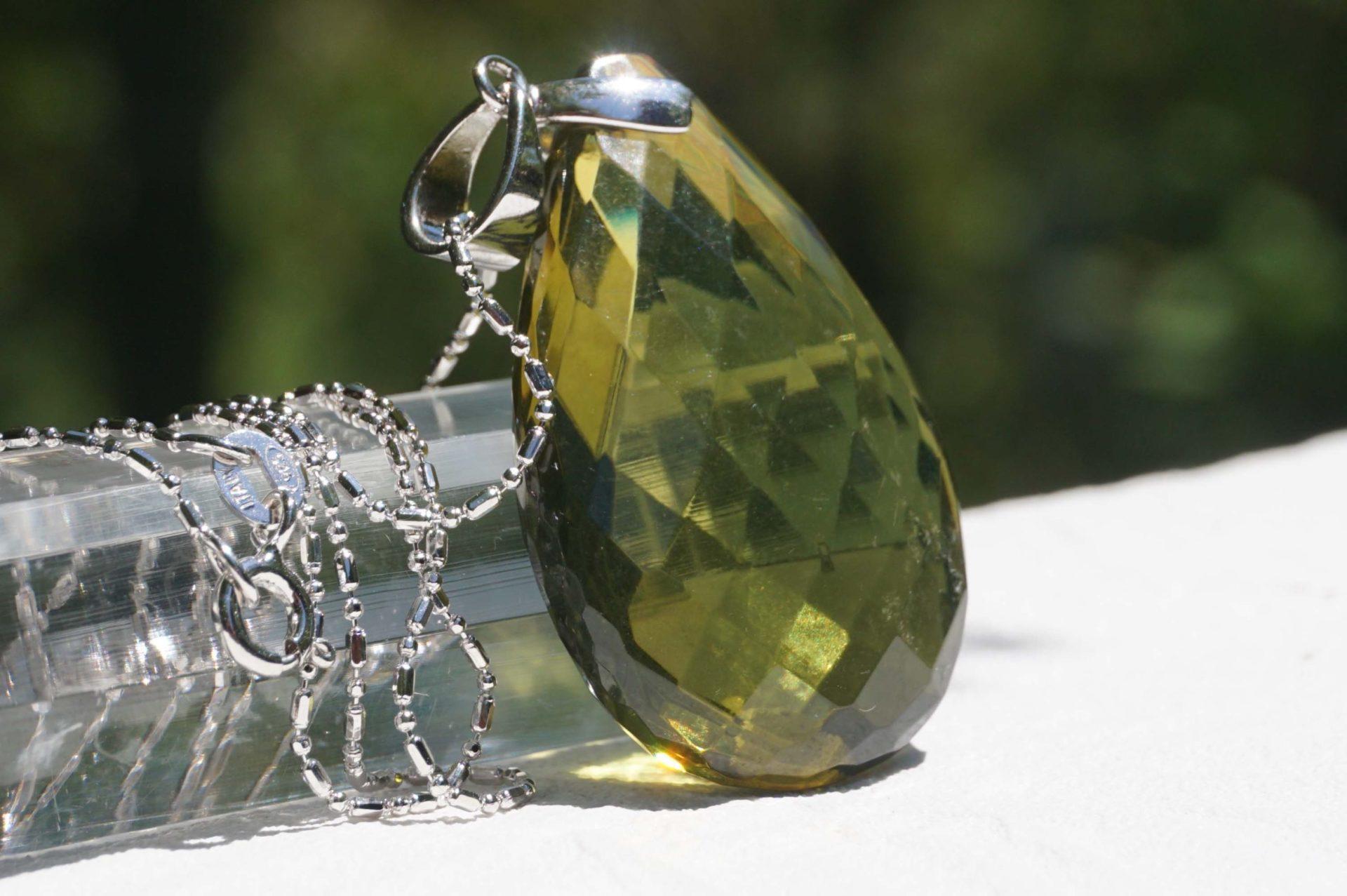 green-amber-pendanttop